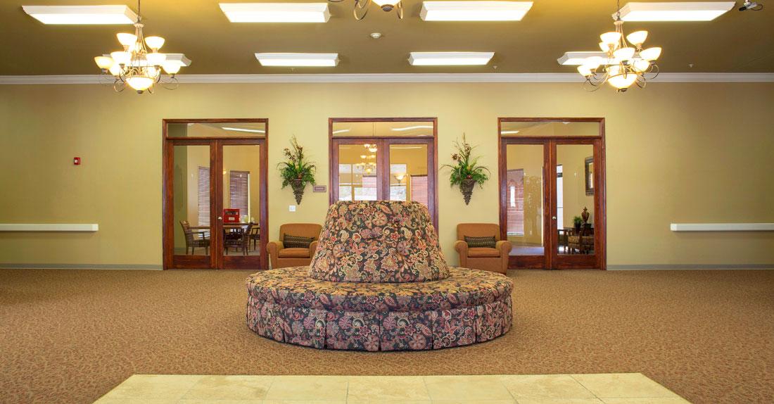 banner-lakehamilton-lobby